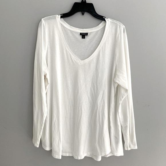 Torrid White Long Sleeve V-Neck Shirt Size 2